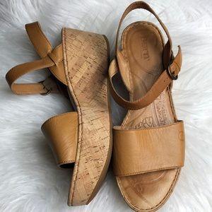 Euc Born tan wedge platform sandals